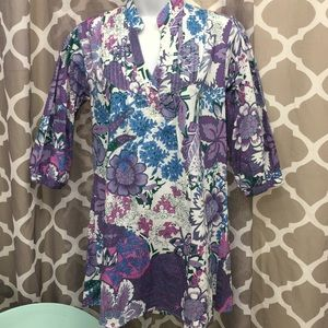 Apollo Size Med Floral Tunic w pleated front